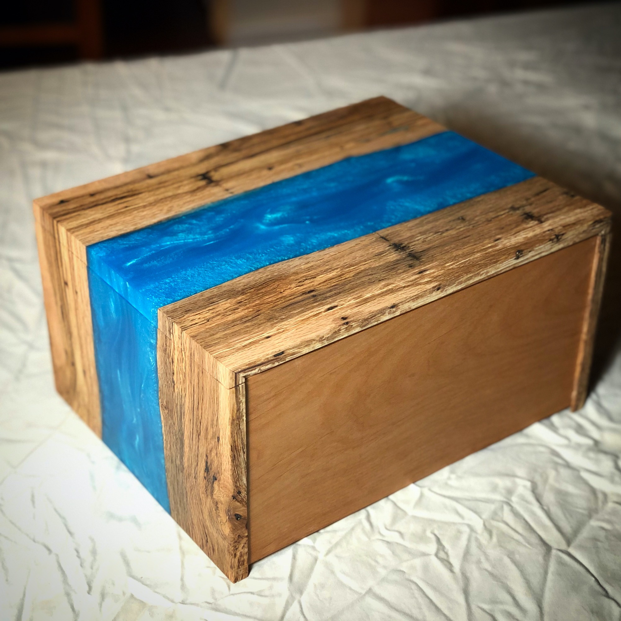 River Box - lid closed - woodworking